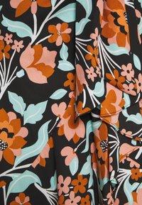 Diane von Furstenberg - CARLA TWO - Denní šaty - gardenia black - 2