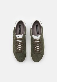 Sneaky Steve - SLAMMER EXCLUSIVE - Trainers - military/white - 3