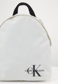 Calvin Klein Jeans - ROUNDED - Rucksack - white - 4