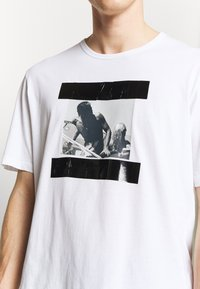 N°21 - T-shirt con stampa - white - 5