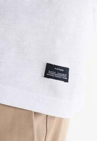 Tiffosi - BRIAN - Print T-shirt - blanc - 6