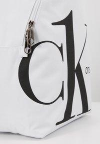 Calvin Klein Jeans - ROUNDED - Batoh - white - 4