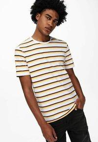 Only & Sons - Print T-shirt - pale banana - 3