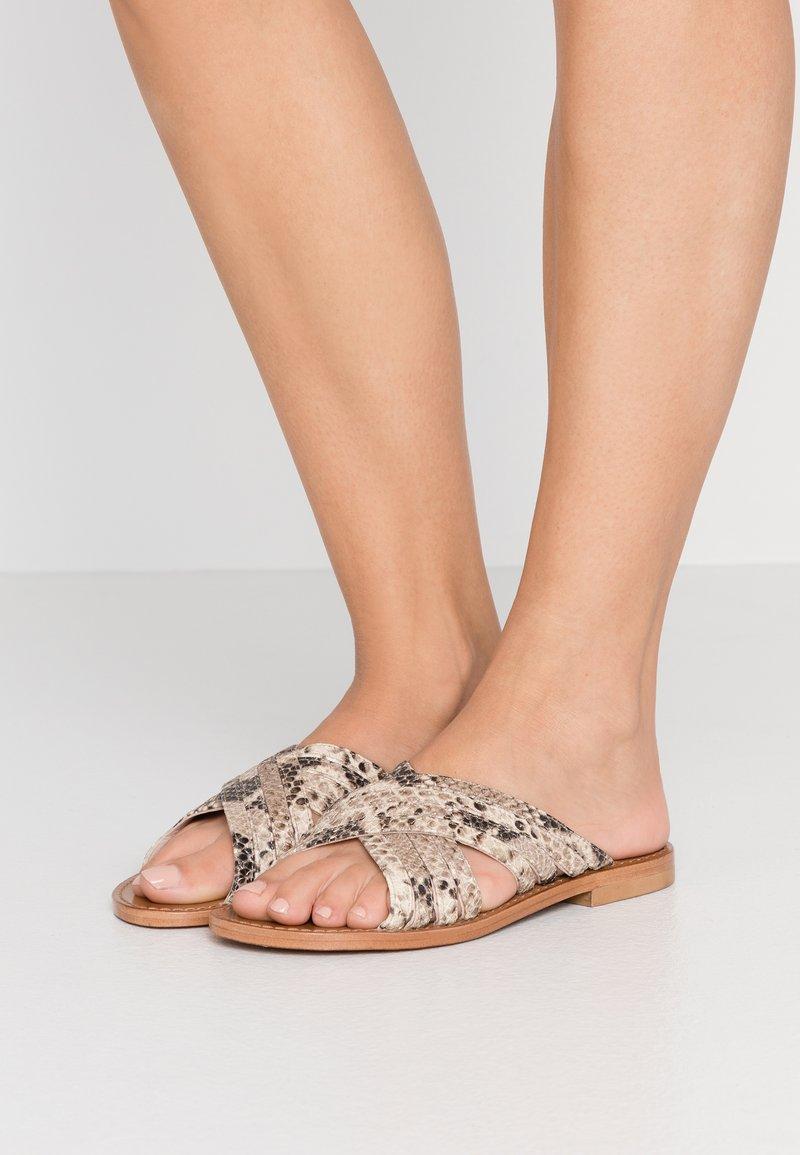 Gardenia - MOLATI - Pantofle - nature