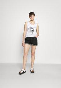 ONLY - ONLBAY LIFE  - Short en jean - black denim - 1
