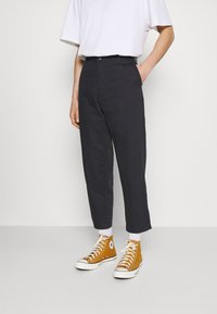 Levi's® - XX STAY LOOSE TAPER CROP - Trousers - caviar - 0