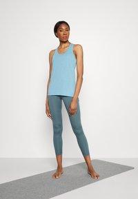 Nike Performance - YOGA LAYER TANK - Sportshirt - cerulean heather/glacier blue/light armory blue - 1