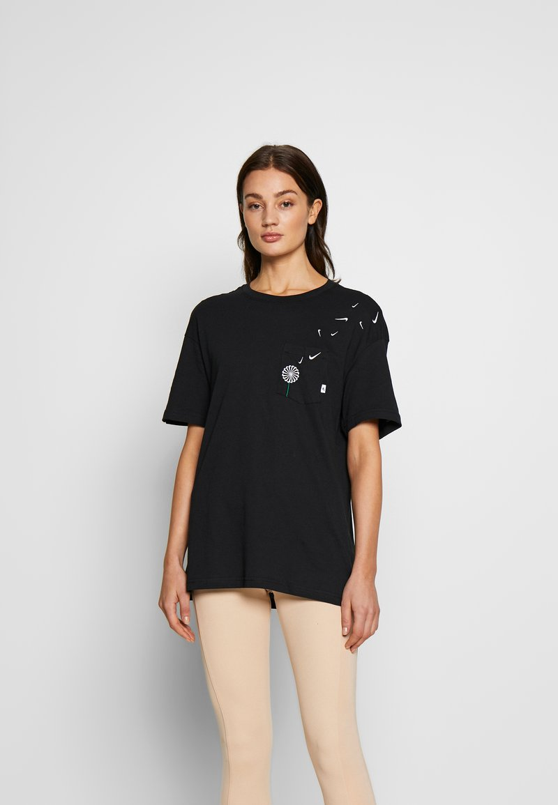 Nike Sportswear - TEE NOVEL - T-shirts med print - black/white
