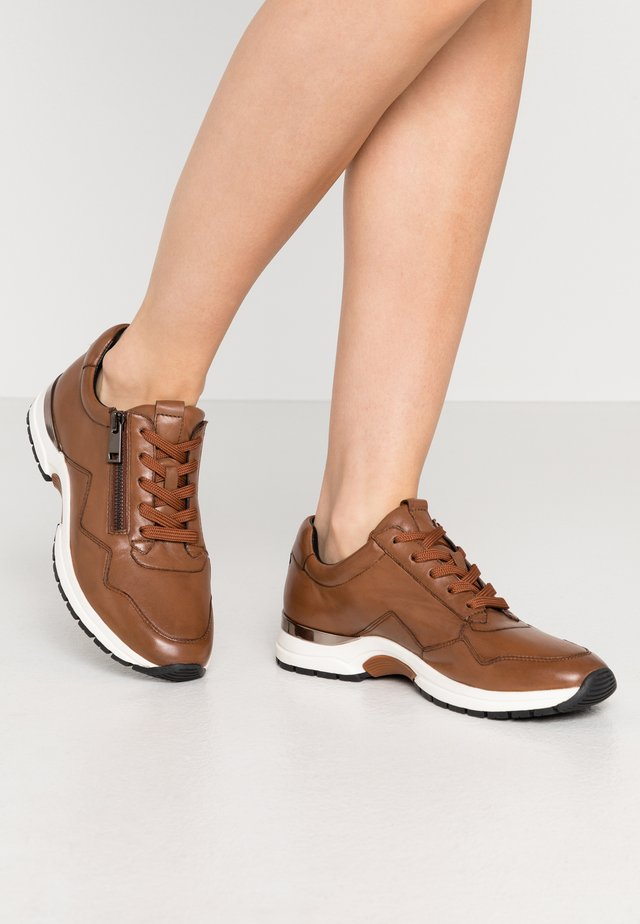 LACE-UP - Joggesko - cognac