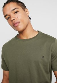 Replay - 2 PACK - T-shirt basic - military/cold grey - 3