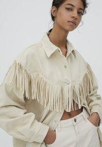 PULL&BEAR - MIT FRANSEN - Denim jacket - mottled beige - 4