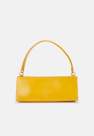 PENCIL BAG - Käsilaukku - golden yellow