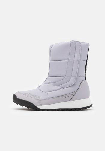 TERREX COLD.RDY SHOES - Botas para la nieve - glow grey/clear black/purple tint