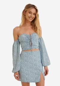 NA-KD - Blouse - painted floral blue - 0
