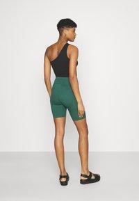 Puma - CLASSICS TIGHTS - Shorts - böuse spruce - 2
