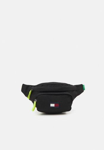 CORE BUMBAG UNISEX - Taška spříčným popruhem - black