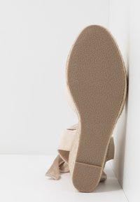 Lost Ink Wide Fit - ANKLE WRAP WEDGE  - Sandály na vysokém podpatku - cream - 6