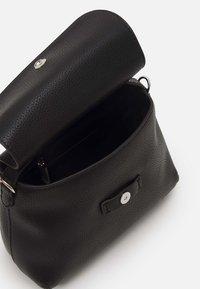 Calvin Klein Jeans - MINI TOP HANDLE - Kabelka - black - 3