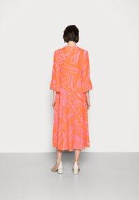 Emily van den Bergh - Day dress - orange/pink - 2