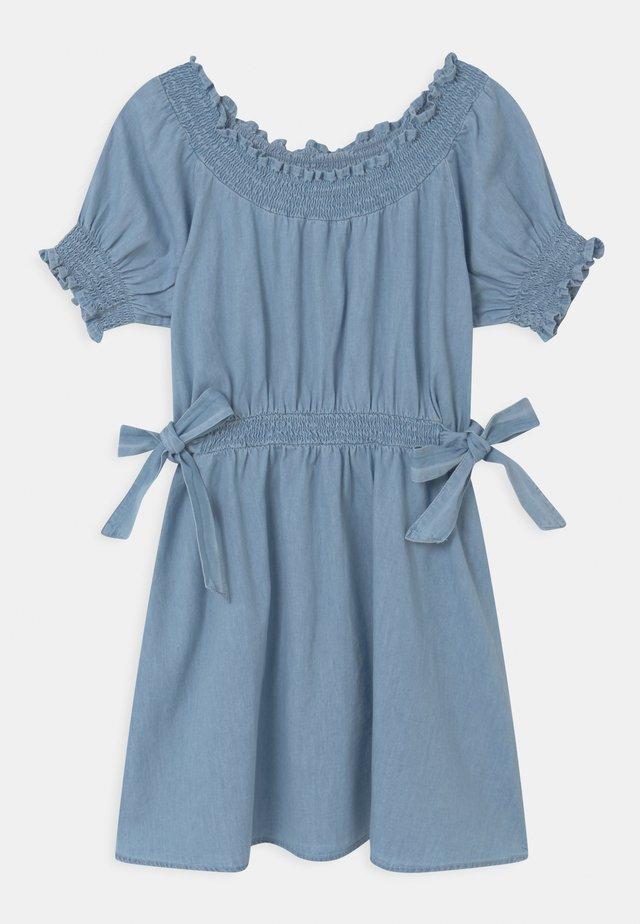 SAMIRA - Denimové šaty - light blue wash