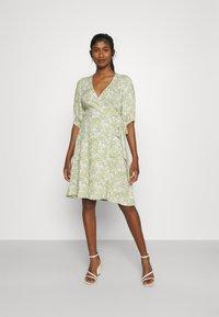 Gina Tricot - DITA DRESS - Vestido informal - green/white - 0