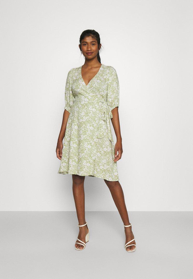 Gina Tricot - DITA DRESS - Vestido informal - green/white