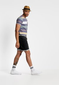 Redefined Rebel - SYDNEY TERRY - Denim shorts - marble black - 1