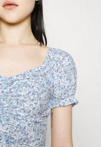 Hollister Co. - CINCH TIE - Camiseta estampada - white/blue - 3