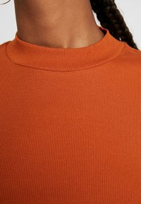 Monki - SAMINA - Langærmede T-shirts - orange dark solid - 5