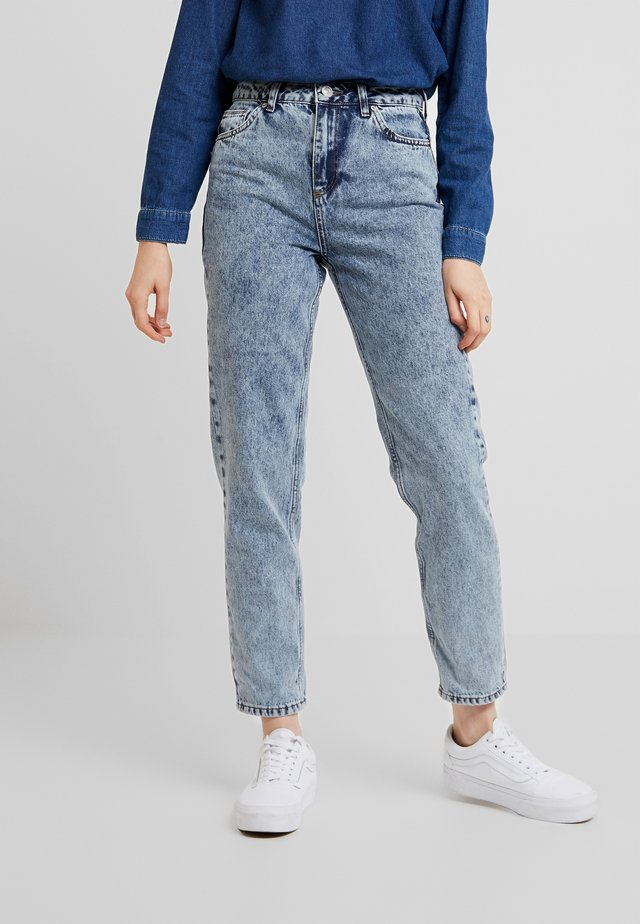 MOM - Džíny Relaxed Fit - acid wash blue