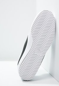 Nike Sportswear - CORTEZ - Zapatillas - white/black - 5