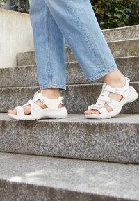 Keen - ASTORIA WEST OPEN TOE - Walking sandals - white - 4