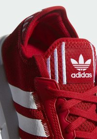 adidas Originals - SWIFT SPORTS STYLE SHOES - Sneakersy niskie - red - 8