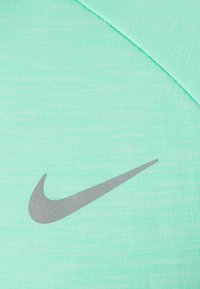 Nike Performance - PACER CREW - Funktionsshirt - green glow - 2