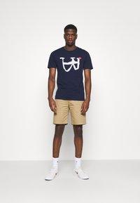 Wood Wood - JONATHAN LIGHT - Shorts - khaki - 1