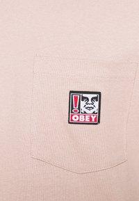 Obey Clothing - POINT ORGANIC POCKET TEE - Printtipaita - gallnut - 4