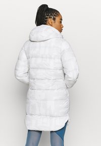 Under Armour - SPORTSTYLE GRAPHIC BENCH - Down coat - onyx white - 2