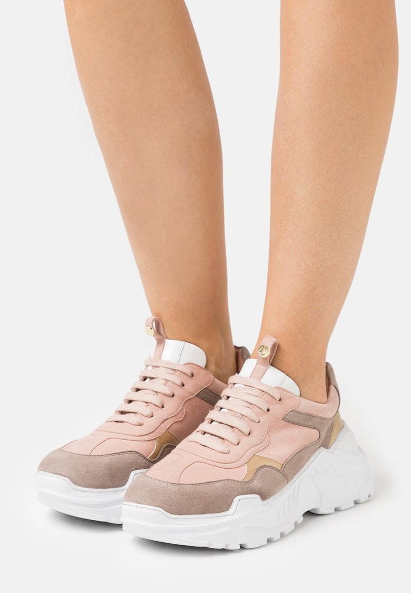 Copenhagen Shoes - CANDY MULTI - Sneakers laag - nude/beige