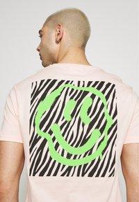 YOURTURN - T-shirt med print - pink - 6