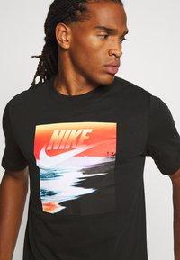 Nike Sportswear - TEE SUMMER PHOTO - Print T-shirt - black - 4
