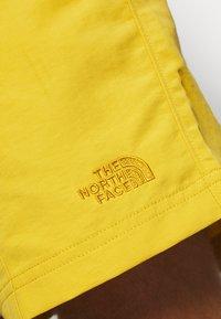 The North Face - MEN'S CLASS PULL ON TRUNK - Outdoorové kraťasy - kelp tan/bamboo yellow - 6