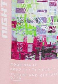 Night Addict - UNISEX ELIJAH - Printtipaita - pink - 2
