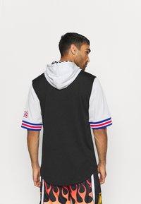 Mitchell & Ness - NBA ALL STAR FASHION HOODY - Print T-shirt - black/silver - 2