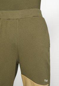 Hummel - HMLAIDAN REGULAR PANTS - Tracksuit bottoms - burnt olive - 3