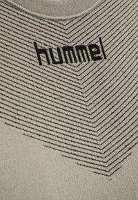 Hummel - Sports shirt - london fog - 4