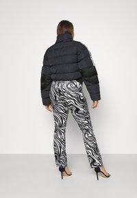adidas Originals - SHORT PUFFER - Veste d'hiver - black - 3
