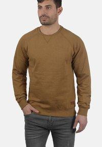Blend - SWEATSHIRT ALEX - Sweatshirt - dark mustard - 0