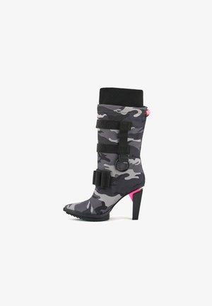 Cowboy/Biker boots - grey camouflage