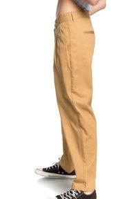 Quiksilver - MIT HOHEM BUND - Trousers - iced coffee - 3