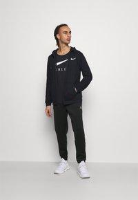 Ellesse - ROMFORD - Pantalones deportivos - black - 1